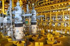 Fente de production de pétrole et de gaz sur la plate-forme, le contrôle principal bon sur l'huile et l'industrie d'installation Photo stock