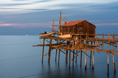Fentes sur la mer, trabucco Termoli Photographie stock libre de droits
