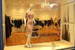 Fenêtre de magasin de mode Photos stock