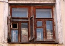 Fenêtre en bois antique Images stock