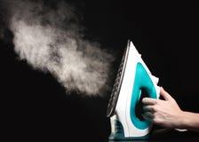 Fer électrique avec la vapeur Images stock