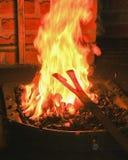 Fer d'un rouge ardent dans une forge Images stock