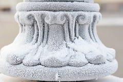 fer de clôture couvert de neige - fond abstrait Image libre de droits