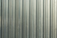 Fer ondulé d'aluminium sur une façade Photos stock