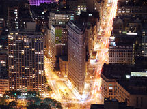 Fer plat de New York City établissant la vue aérienne de nuit Images stock