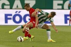 Ferencvaros против Футбольный матч лиги банка Dunaujvaros OTP стоковые изображения rf