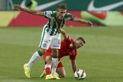 Ferencvaros против Футбольный матч лиги банка Dunaujvaros OTP стоковые фотографии rf