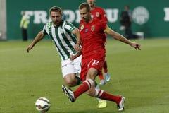 Ferencvaros contra Fósforo de futebol da liga do banco de Dunaujvaros OTP imagem de stock royalty free