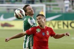 Ferencvaros contra Partido de fútbol de la liga del banco de Dunaujvaros OTP imágenes de archivo libres de regalías
