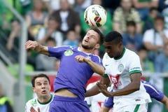 Ferencvaros contra Partido de fútbol de la liga del banco de Ujpest OTP Fotos de archivo