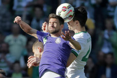 Ferencvaros contra Partido de fútbol de la liga del banco de Ujpest OTP Imagen de archivo