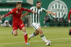 Ferencvaros versus De Ligavoetbalwedstrijd van de Dunaujvarosotp Bank Royalty-vrije Stock Afbeeldingen