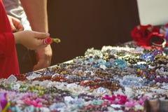 Feria de diversas decoraciones fotos de archivo