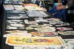 FERIA del TATUAJE de ALICANTE CIRCA 2018 diseños y muestras del tatuaje fotografía de archivo