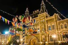Feria y carrusel del ` s del Año Nuevo en el cuadrado rojo de Moscú Imagen de archivo libre de regalías