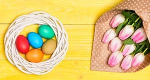 Feriado da mola A tradição comemora easter Estação feliz de easter Símbolo dos ovos da páscoa Vibrações da mola Easter está vindo fotografia de stock
