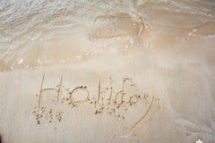 Feriado escrito na areia Imagens de Stock Royalty Free