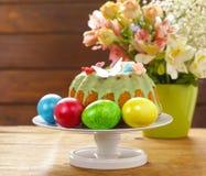 Feriado feliz da Páscoa! Ovos coloridos decorativos Fotografia de Stock