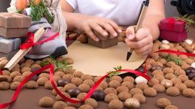 Feriado holandês tradicional para crianças Sinterklaas Feriados de inverno em Europa e nos Países Baixos o fundo com pepernoten e imagens de stock