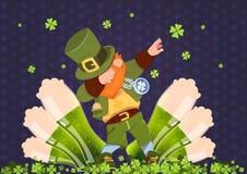 Feriado irlandês do festival do dia feliz do St Patricks com o duende verde sobre vidros da cerveja Imagens de Stock