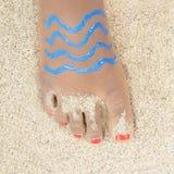 Feriado - menina com um pé pintado Imagem de Stock Royalty Free