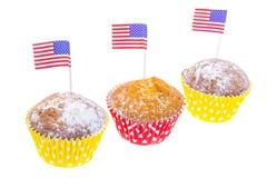 Feriado patriótico 4o julho: queques com bandeira americana Fotos de Stock