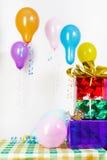 Feriado. Presentes e grânulos Imagens de Stock Royalty Free