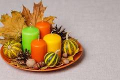 Feriados da queda - Dia das Bruxas e ação de graças Ainda vida - velas Imagens de Stock Royalty Free