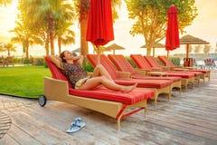 Feriados de Sun na praia do Golfo Pérsico Imagens de Stock Royalty Free
