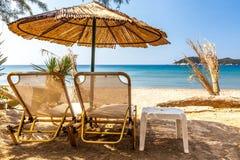 Feriados sob o parasol no mar de Andaman fotografia de stock royalty free
