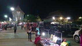 Ferias del templo de Tailandia en la noche