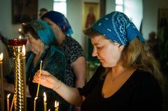 Ferie av den ortodoxa kyrkan på pingstdagen söndag i den Kaluga regionen i Ryssland på 19 Juni 2016 Royaltyfria Foton