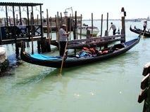 Ferie för Venedig gondolkarneval royaltyfri fotografi