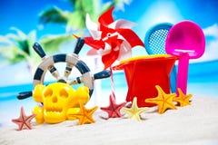 Ferie sommar, strandbakgrund, livlig färgrik atmosfär Arkivfoto