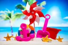 Ferie sommar, strandbakgrund, livlig färgrik atmosfär Arkivfoton