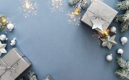 Feriebakgrund för jul och för nytt år Detaljerade 3d framför vinter för snow för pojkeferielay royaltyfri fotografi