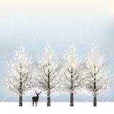 Feriebakgrund med snöig träd och renen Arkivbild