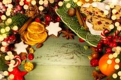 Feriebegreppet med jul stollen Arkivfoton