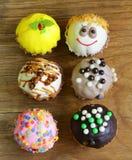 Ferieefterrätter, dekorerade muffin Fotografering för Bildbyråer