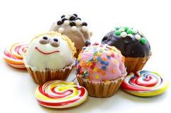 Ferieefterrätter, olika dekorerade muffin Arkivfoton
