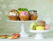 Ferieefterrätter, olika dekorerade muffin Royaltyfri Bild