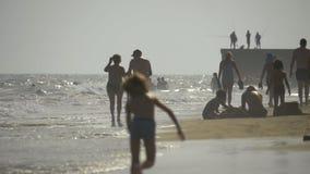 Ferien auf der Küste stock footage
