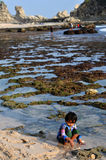 Ferien in Klayar-Strand, Pacitan Stockbilder