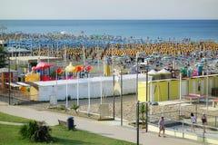Ferien-Seesommer-Strandurlaubsort-Badegäste Italien Stockfotos