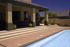 Ferienrücksortierung-Swimmingpool Lizenzfreie Stockfotos