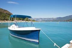 Ferier i sjön av Sainte-Croix du Verdon royaltyfri bild