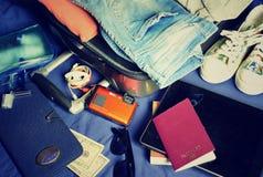 Ferieresväska med material Royaltyfri Foto