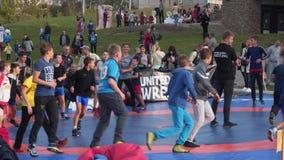 Feriesportar Utomhus- krigs- sportar stock video