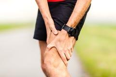 Ferimento da dor do joelho do pé dos corredores imagens de stock royalty free