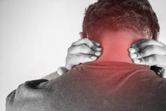 Ferimento da nuca nos seres humanos dor da nuca, pessoa médico, mono destaque das dores articulares do tom na nuca fotos de stock